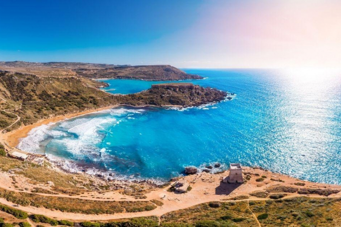 Reside in Malta whilst being employed with a foreign company